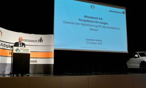 AHH-Präsident Jochen Honikel macht die Wichtigkeit der Digitalisierung deutlich.